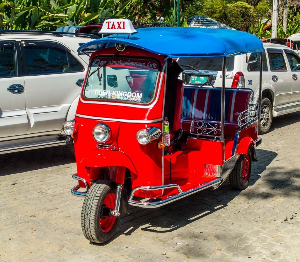 タイのタクシー「トゥクトゥク」