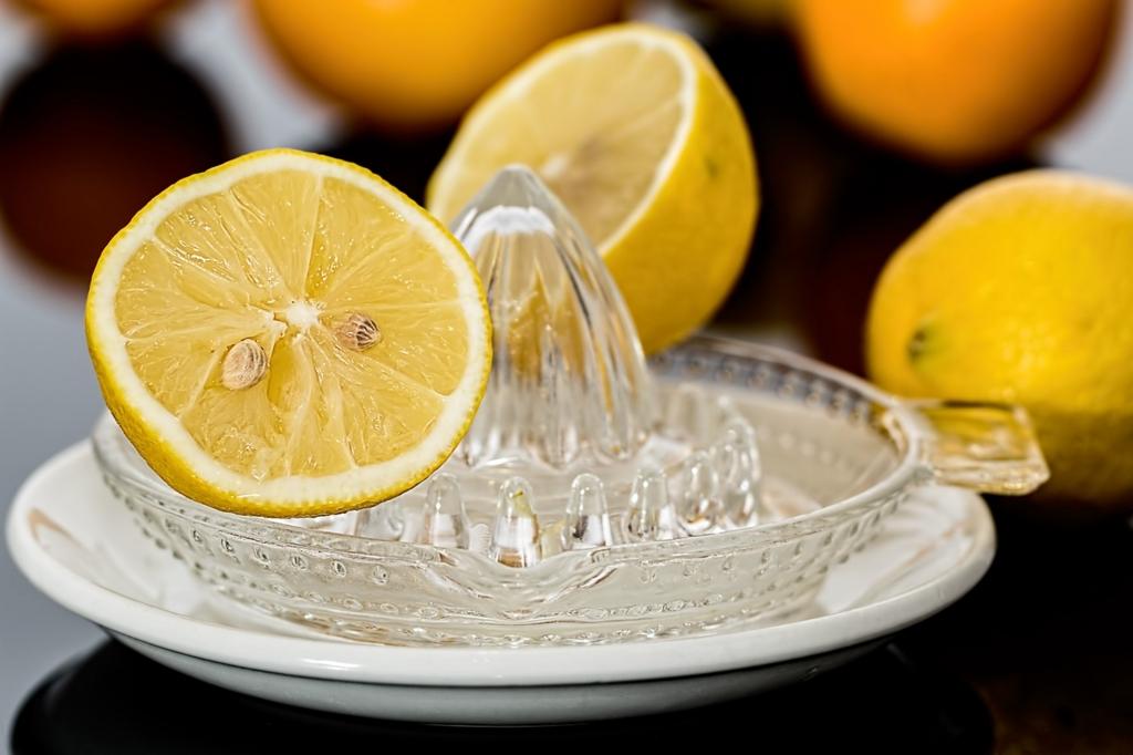 麦茶にレモンを入れる