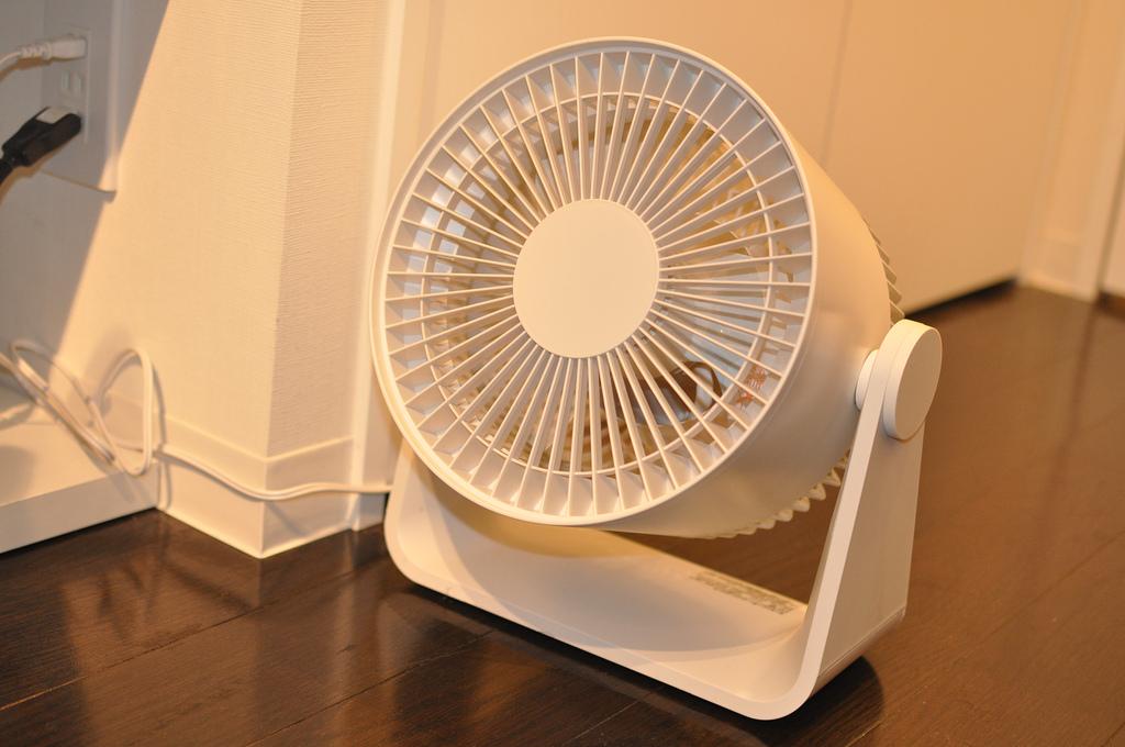 サーキュレーターや扇風機を使ってエアコンのでき大を節約する