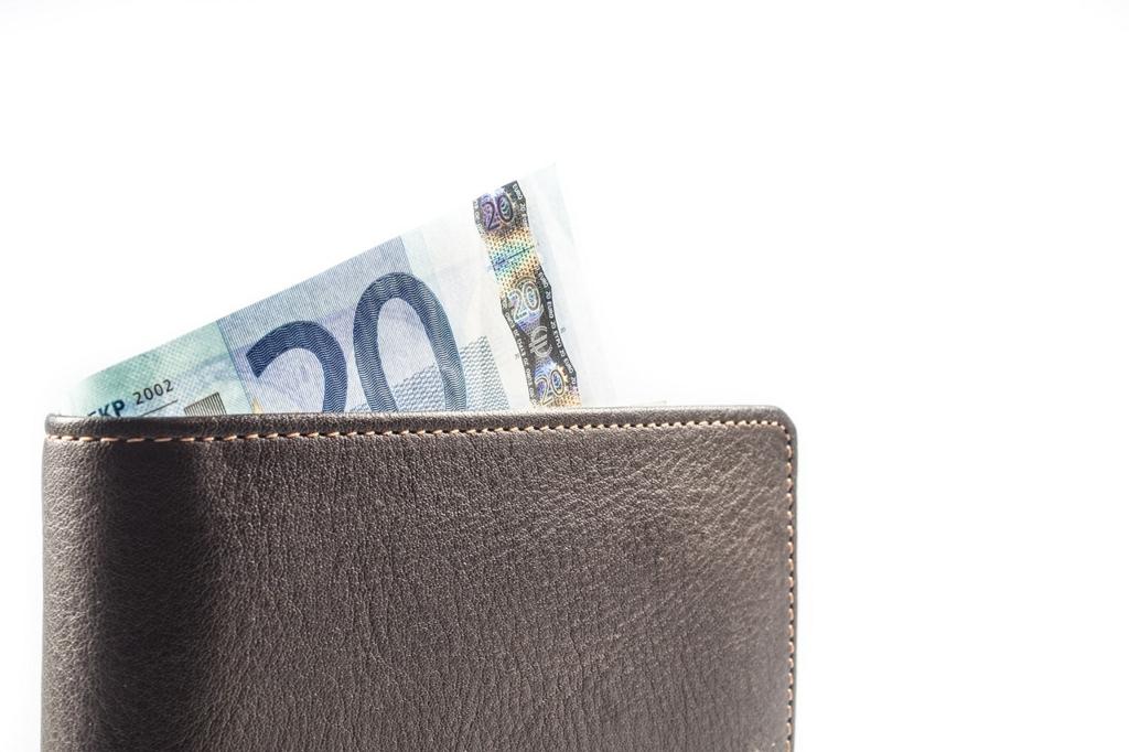 富裕層はシンプルな財布を使っている
