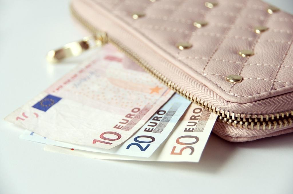お金持ちは綺麗な財布を使っている