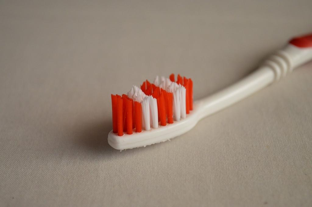山切りカットの歯ブラシは使ってはいけない