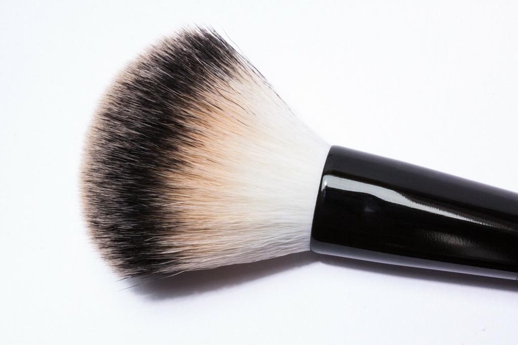 化粧ブラシは大人ニキビの原因