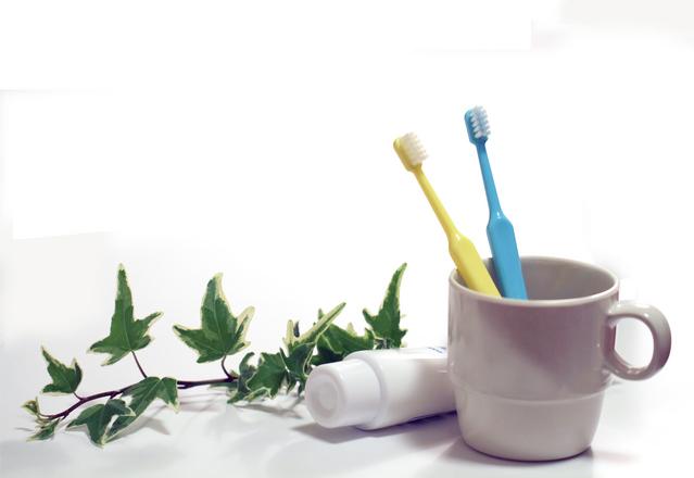 歯ブラシをコップに入れて保管してはダメ