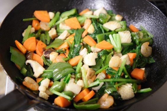 緑黄色野菜は油と一緒に食べよう