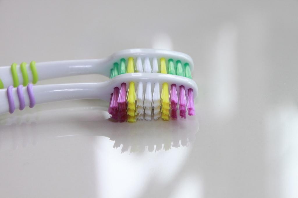 かたい歯ブラシを使ってはいけない
