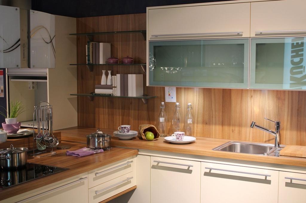 キッチン周りは汚れたらすぐに拭いて綺麗に保つ