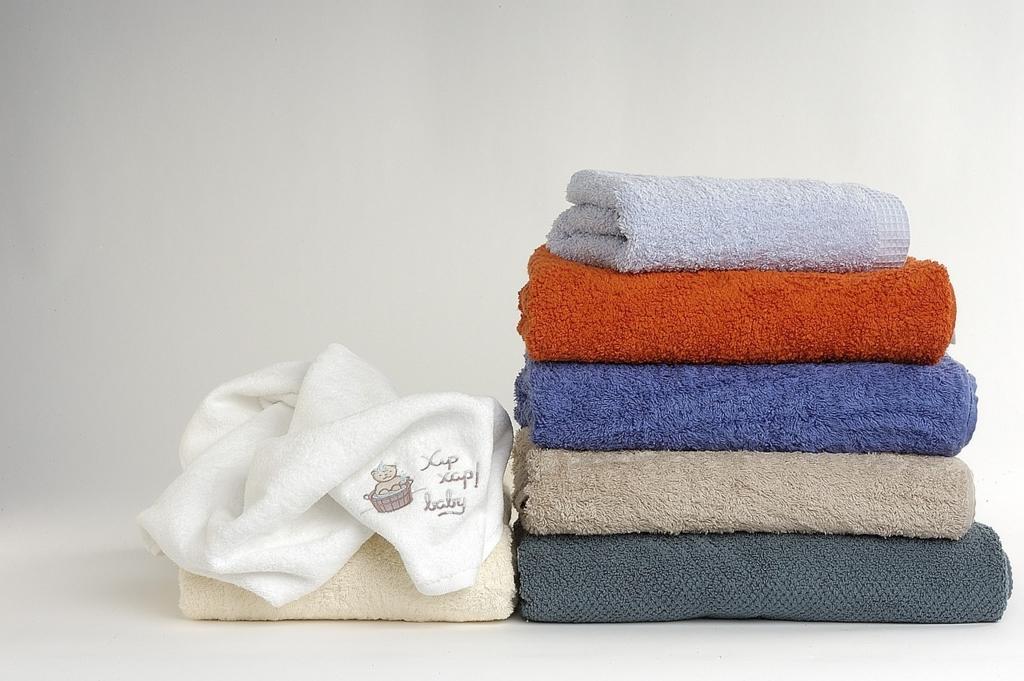 キッチンタオルで髪を乾かす前にますはタオルドライ