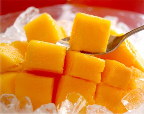 マンゴーを凍らせると絶品スイーツに
