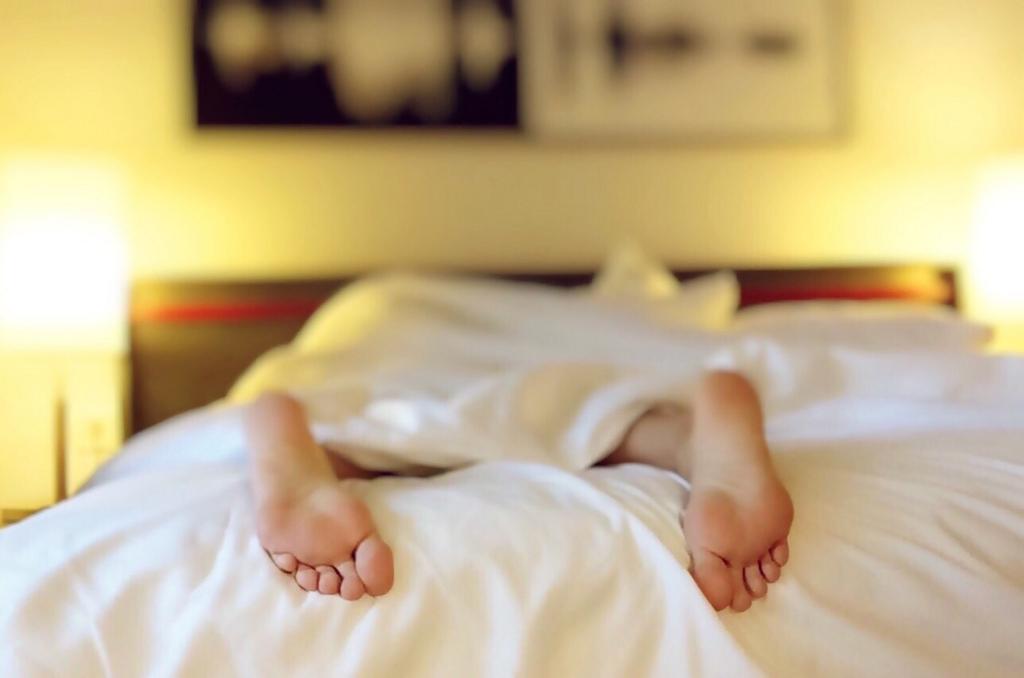 ぐっすり眠るために疲れきっているように想像する