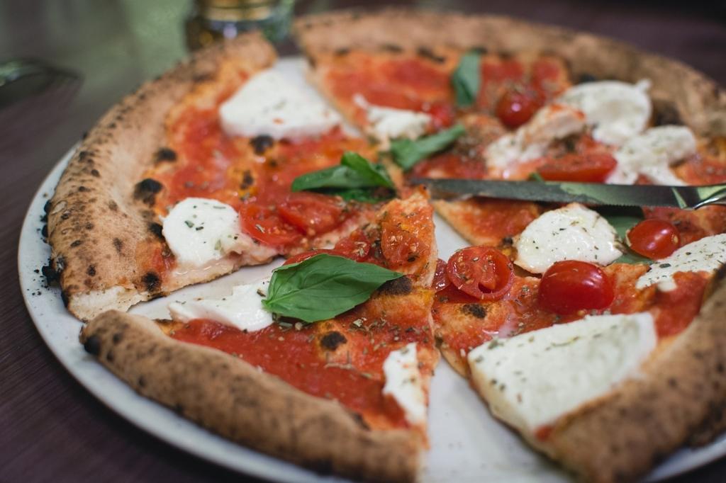 イタリア料理のピザはトマトベース物を選ぶ