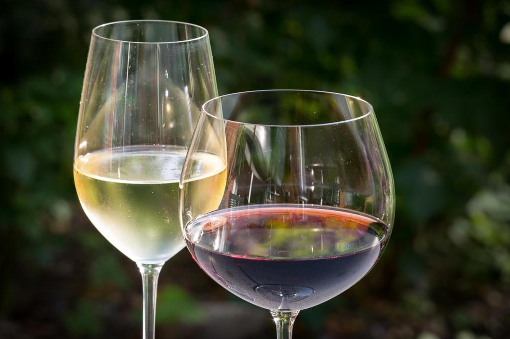 白ワインを先に赤ワインを後に飲む