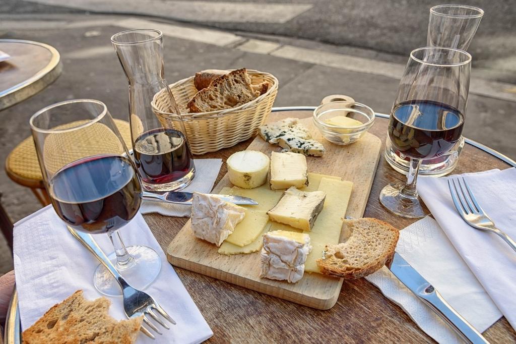 軽いワインを先に重いワインは後で飲む