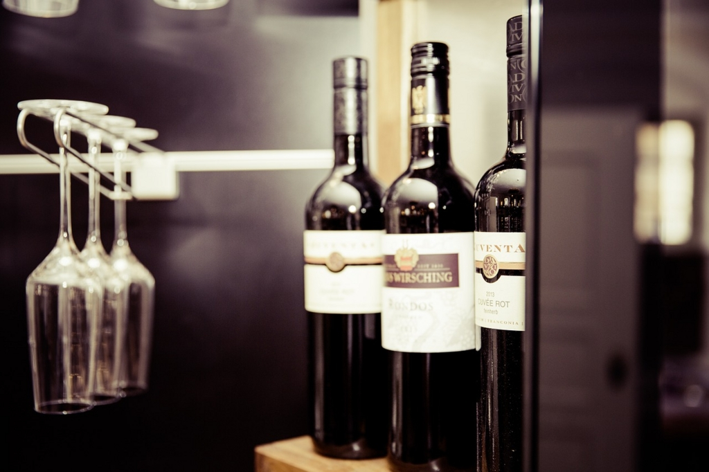 若いワインを先に古いワインは後から飲む