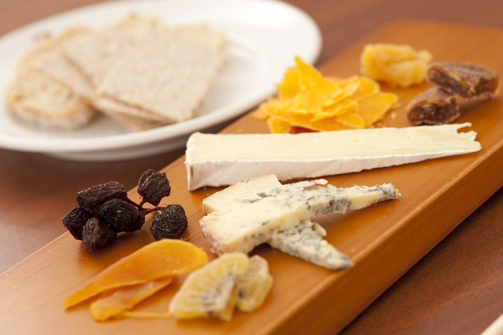 よく眠るためにチーズを食べる