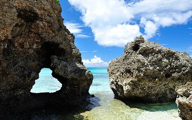 沖縄県のイキヅービーチはおすすめのハート型観光スポット