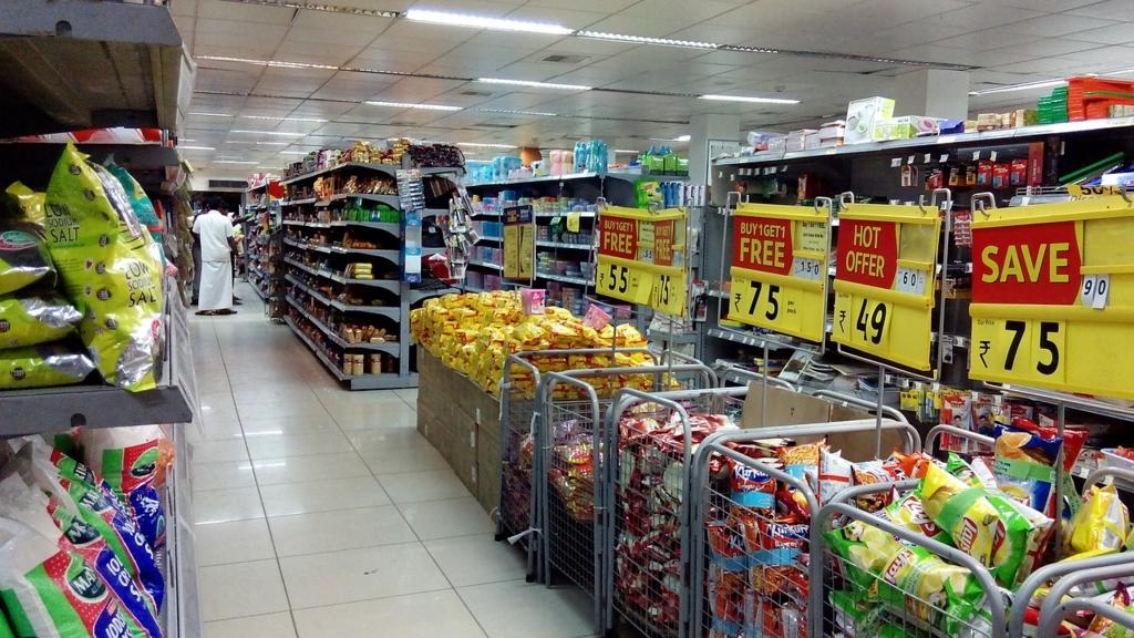 スーパーではポップに注目するとお得に買い物できる