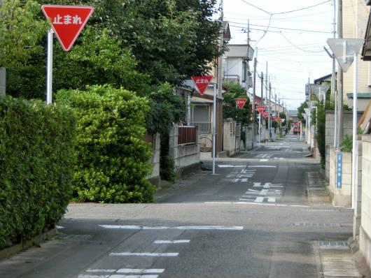 群馬の止まれの多い道路は住民の要望による