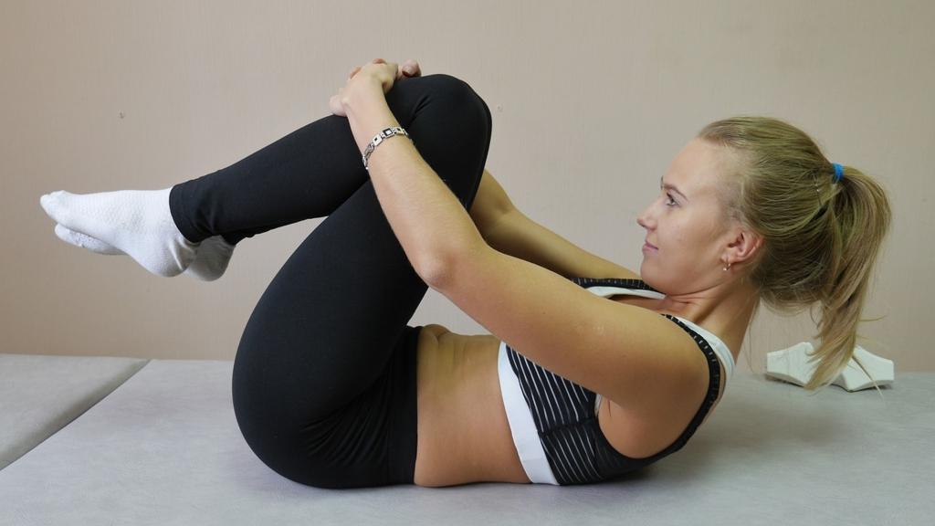 ダイエットしてもくびれができない人は腹筋運動ばかりしている