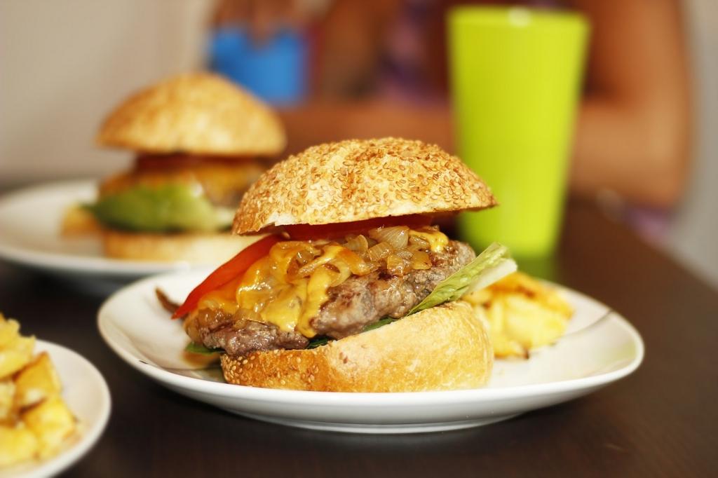 ハンバーガは初めてのデートでは食べてはいけないメニュー