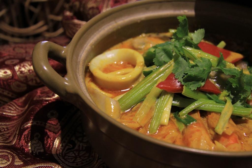 タイ料理は初めてのデートでは食べてはいけないメニュー