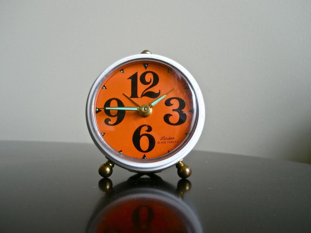 夜中に目が冷めても時計を見てはいけない