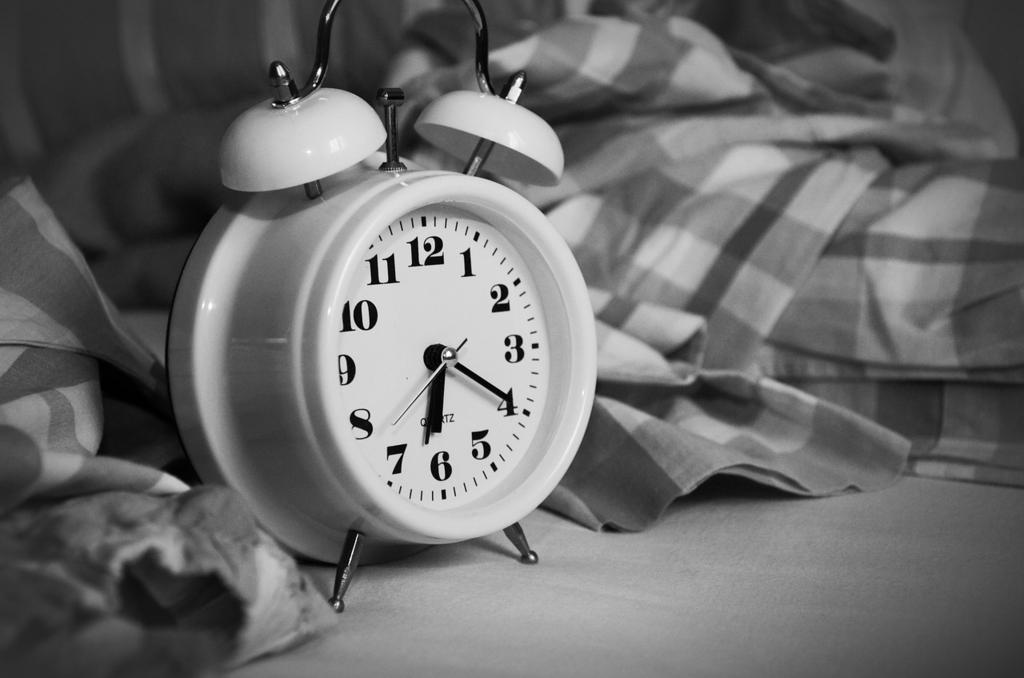 目覚まし時計が鳴る前に目が覚めるのは正常