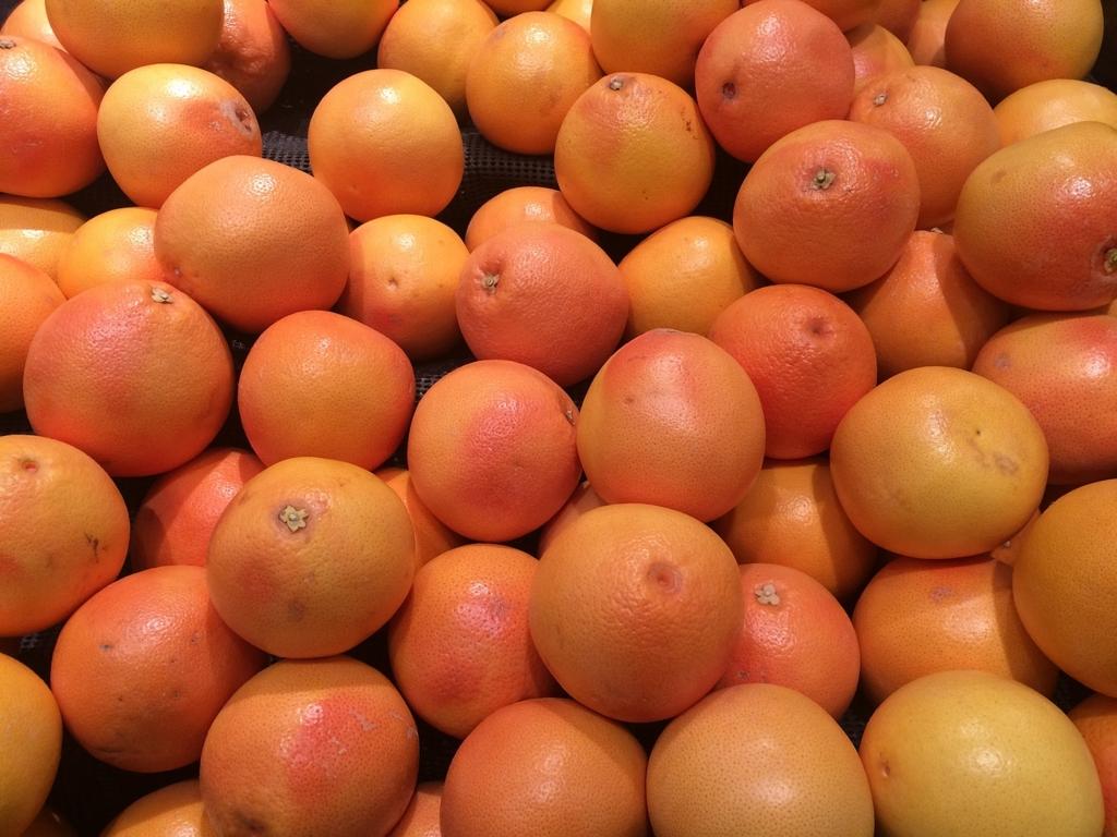 ダイエットのためにグレープフルーツを食事の前に食べると効果的