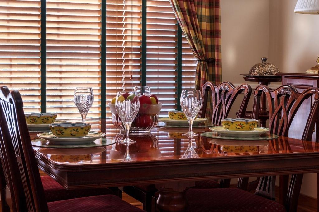 おしゃれなテーブルコーディネートにはカジュアルな食器を使う