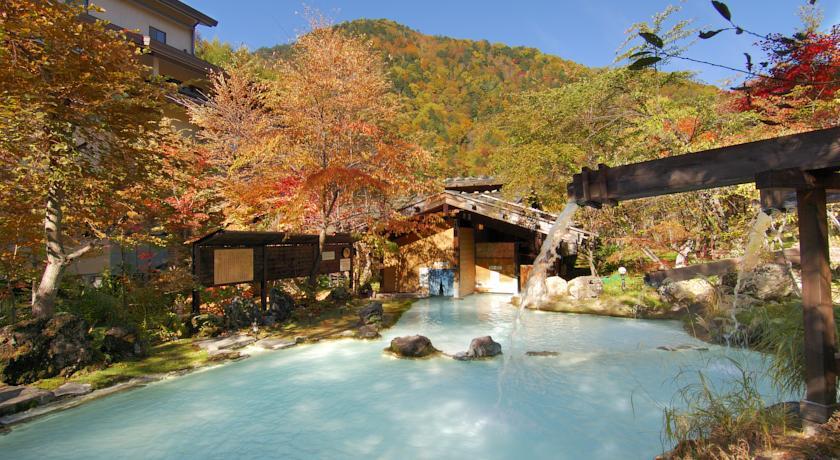 紅葉が美しい長野県の「泡の湯旅館」
