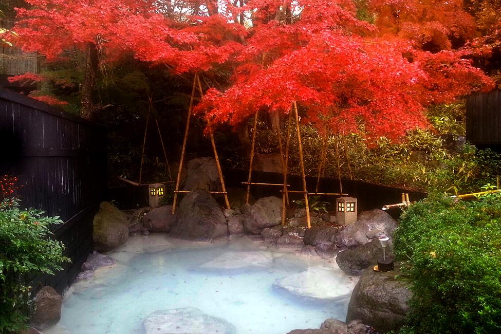 紅葉が美しい大分県の「ゆふいん泰葉」