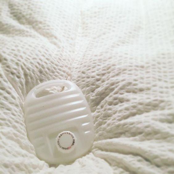 寒い季節にあたたかく眠るために布団を湯たんぽであたためる