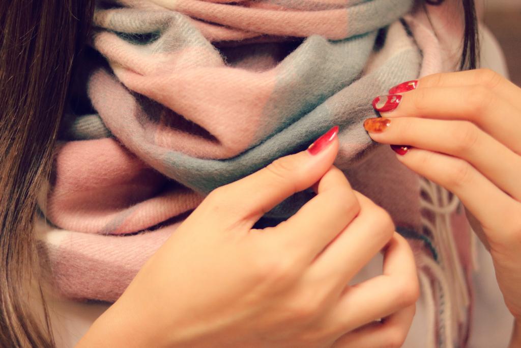 暖かさを逃さないためにマフラーやスカーフがおすすめ