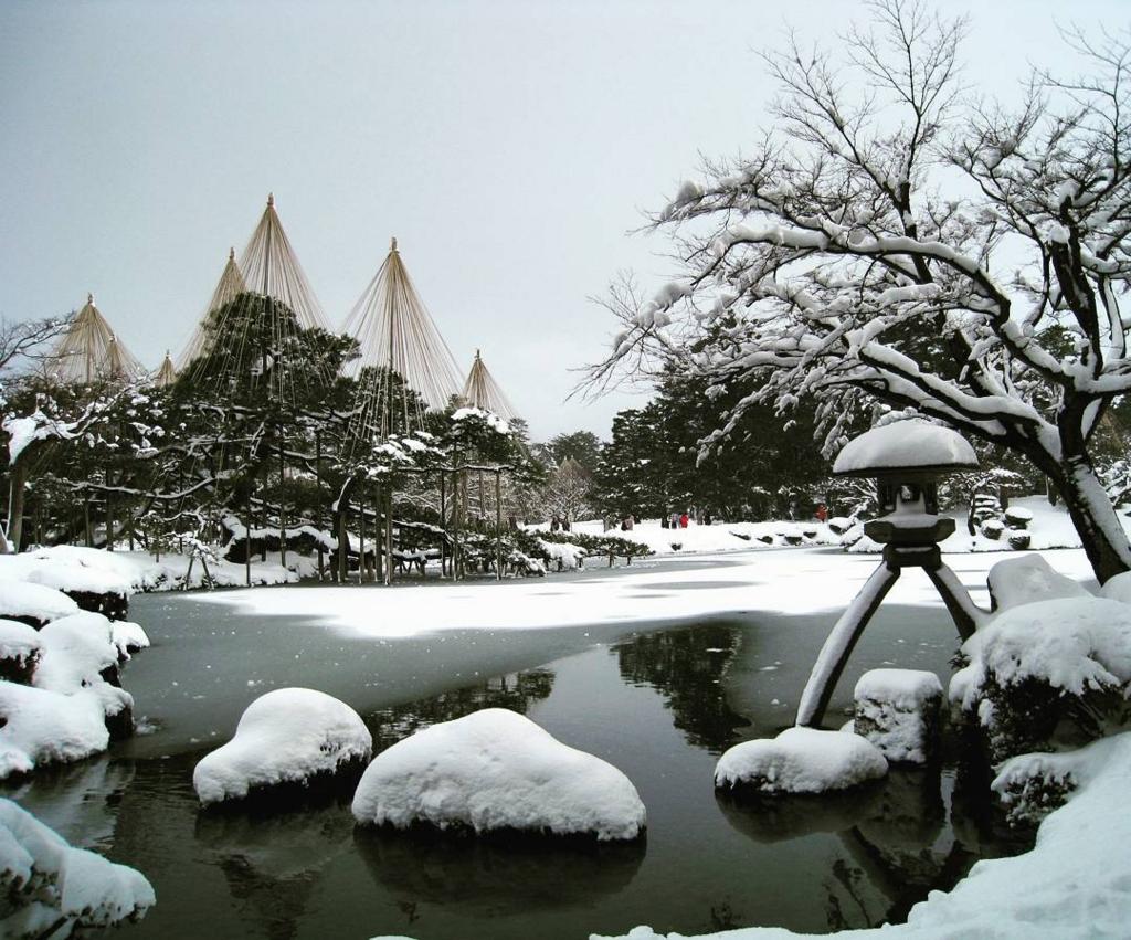 冬の旅行は金沢の兼六園がおすすめ