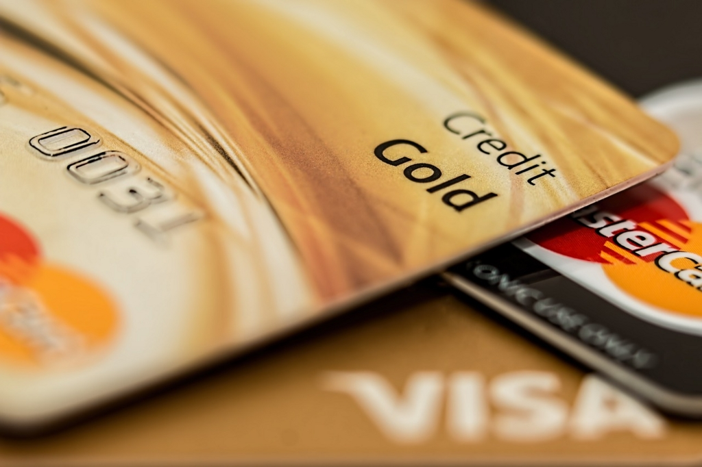 無駄遣いをしないためにクレジットカードを持っていかない