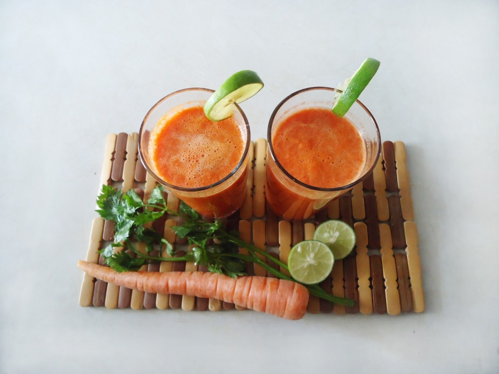 太らないために食前に野菜ジュースを飲んでおく