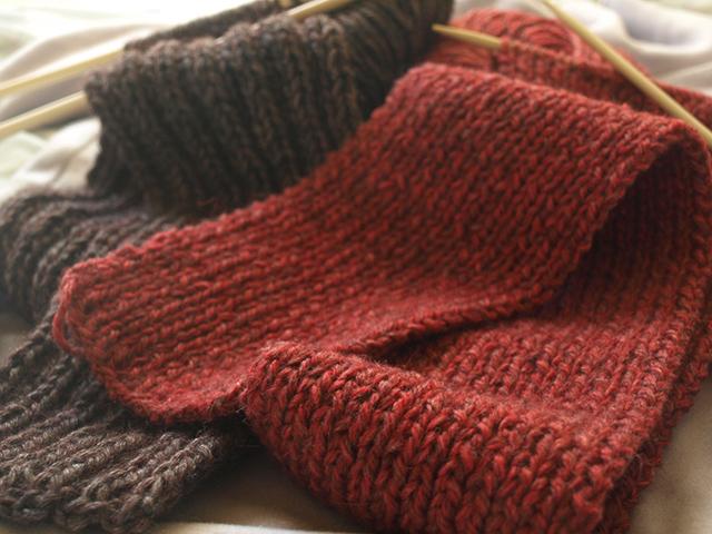 ニットやセーターの袖口が伸びてしまう理由
