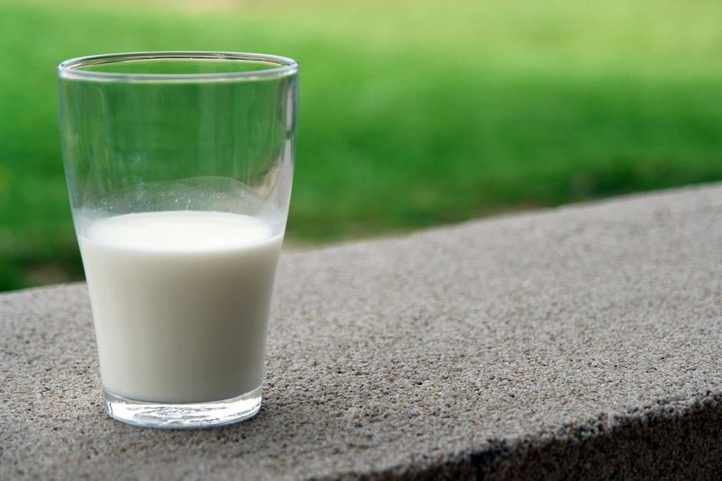 牛乳をお風呂に入れると入浴剤になる食品