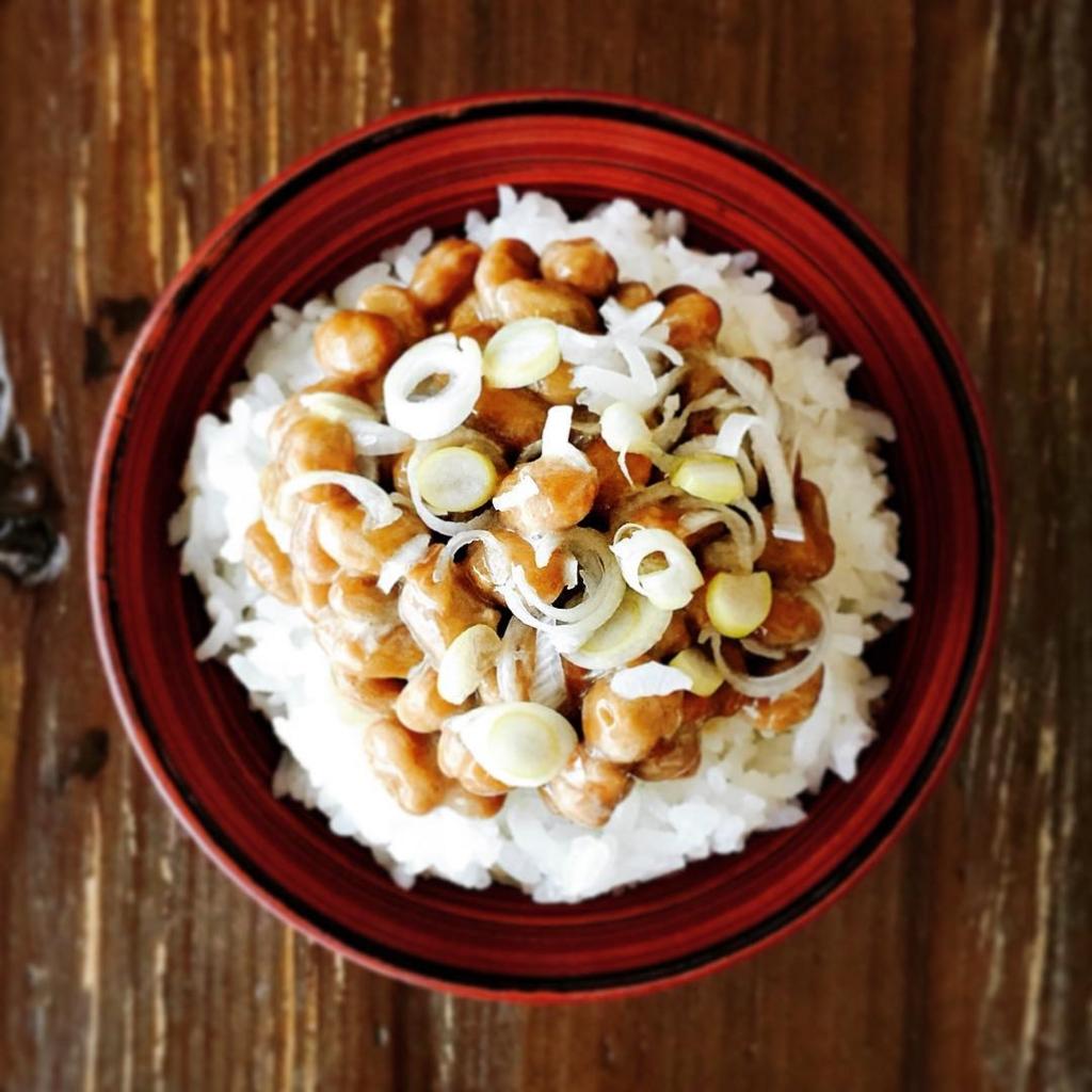 納豆はスーパーやコンビニで買える低糖質食品