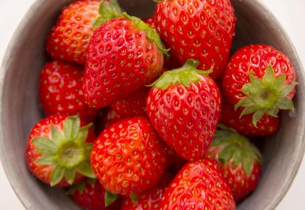 イチゴを食べると歯が白くなる