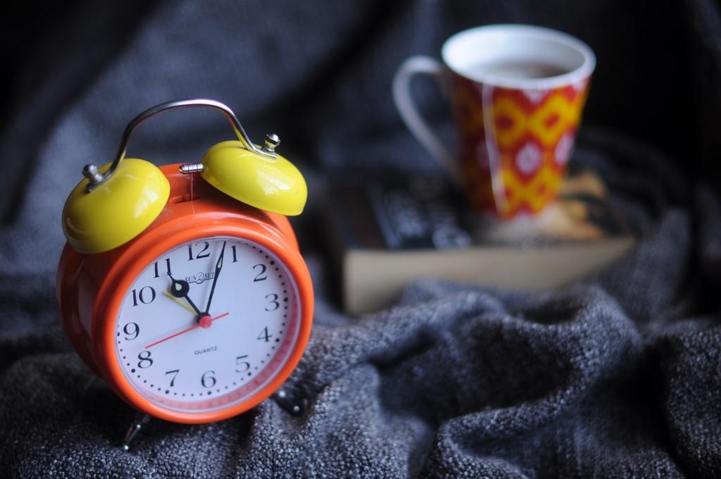 質の良い睡眠のために時計を見ない