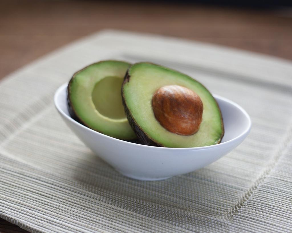 アボカドは食べる美容液。驚きの美容健康効果