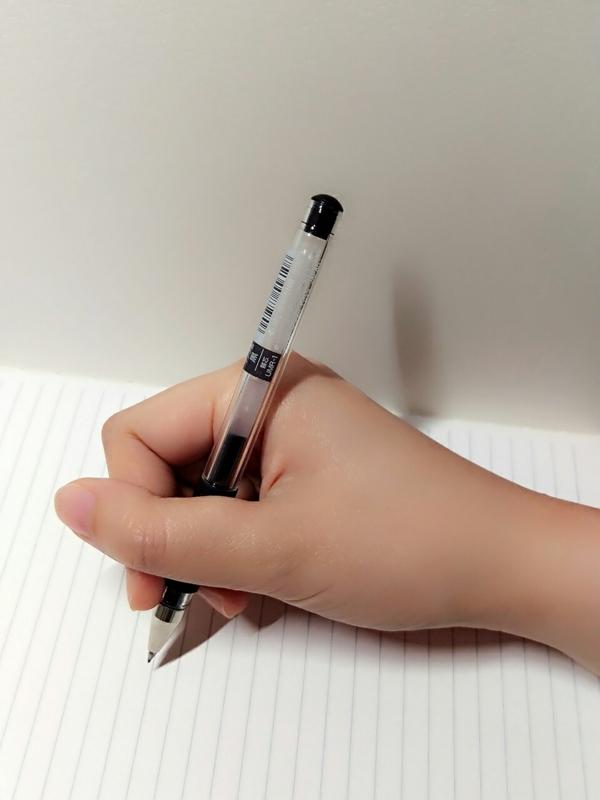悪いペンの持ち方