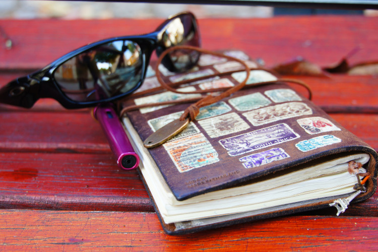 Traveler's note with Sunglasses