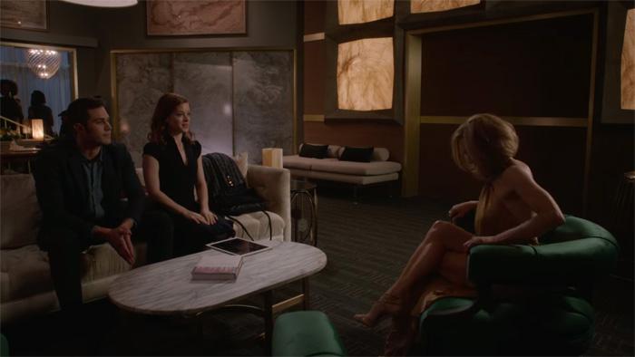 『WHAT / IF 選択の連鎖』で、リサとスタートアップの投資話をするアン