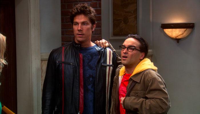 『ビッグバン★セオリー』で、レナードとイケメンの物理学者が仲良くなりブロマンスとハワードに呼ばれる