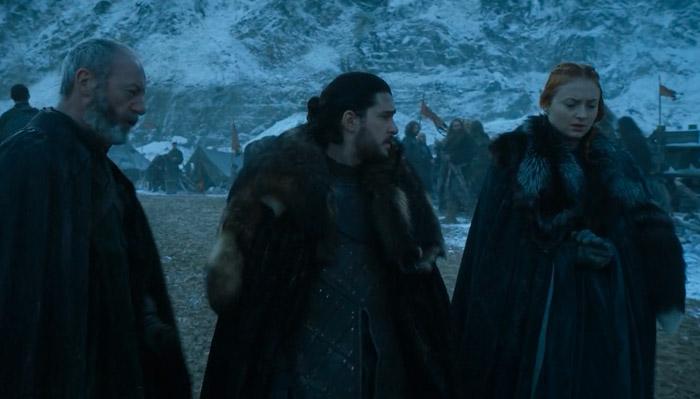 『ゲーム・オブ・スローンズ』で、即席で集まった兵士たちの喧嘩を仲裁に行くダヴォス