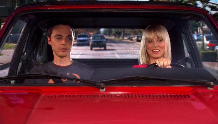 『ビッグバン★セオリー』で、ペニーがシェルドンを車で大学まで送る