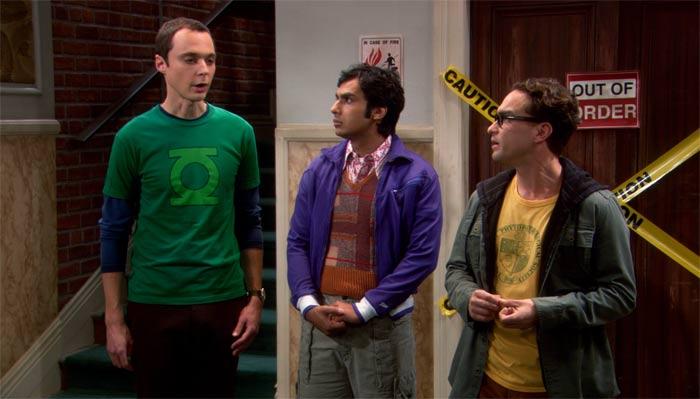 『ビッグバン★セオリー』で、シェルドンとレナードはエレベーターホールの前で議論