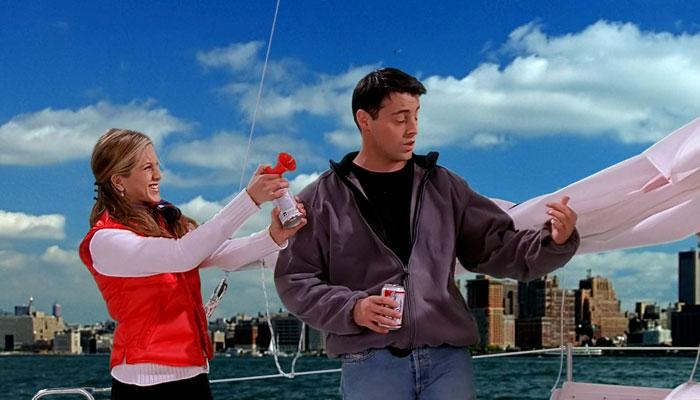 『フレンズ』で、レイチェルとジョーイは船の練習をする